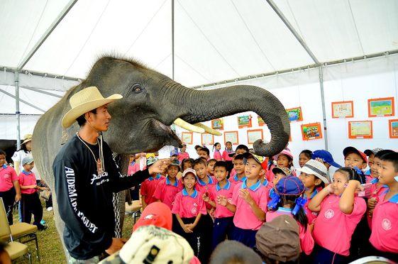 Los niños son también protagonistas de la Copa del Rey de Polo en Elefante de Tailandia