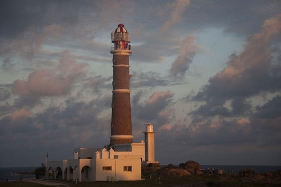l faro de Cabo Polonio fue construido en 1881 y tiene una altura de 25 metros