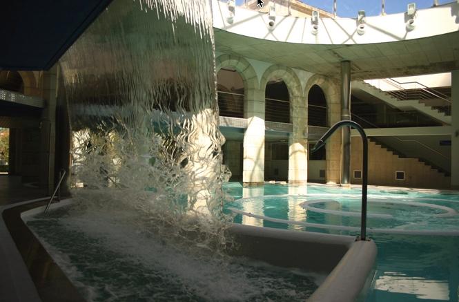 Los tratamientos medicinales del Balneario de Mondariz son famosos desde el siglo XIX.