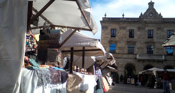 El Mercado Ecológico Artesano de Gijón, es uno de los mercados más bonitos de España.