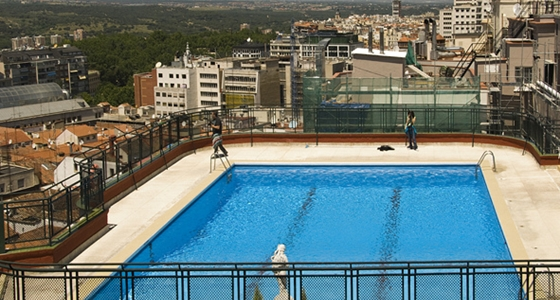 Las 5 piscinas secretas de madrid el viajero fisg n for Piscina complutense madrid