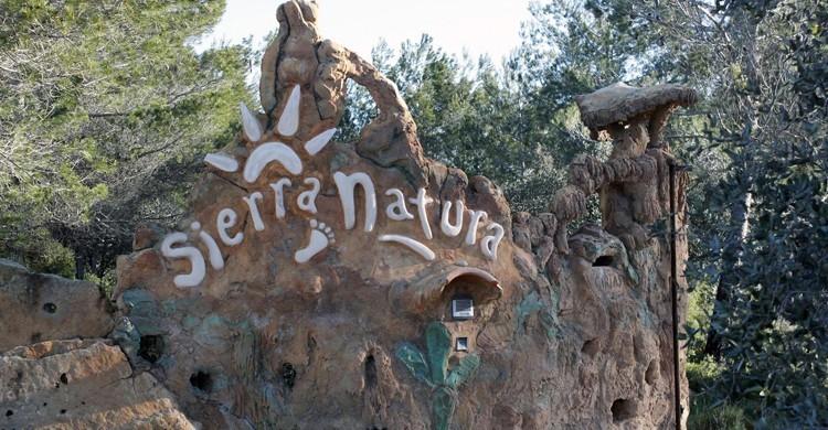 Entrada al hotel Sierra Natura