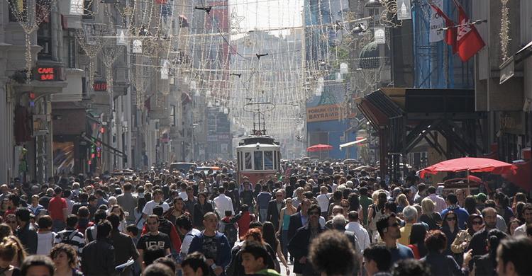 avenida de İstiklal o avenida de la Independencia (https://commons.wikimedia.org/)