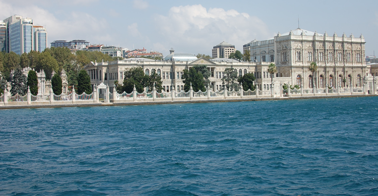 Travesía por el Bósforo - Palacio Dolmabahçe (Emilio Leighton V)