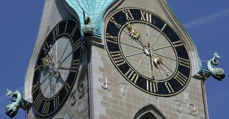 Reloj de la torre de la iglesia de San Pedro (iStock)