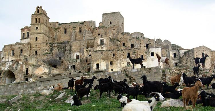Vista parcial del casco histórico abandonado de Craco. Francesco Cirigliano (Flickr)
