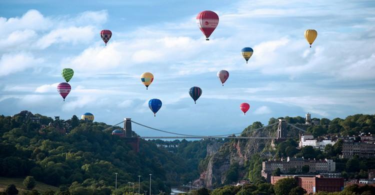 Fiesta de los globos de Bristol, con su puente colgante como testigo de excepción. Paul Townsend (Flickr)