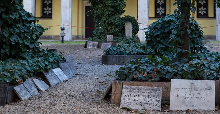 5 cosas que hay que ver en el barrio jud o de budapest for Cementerio jardin del mar