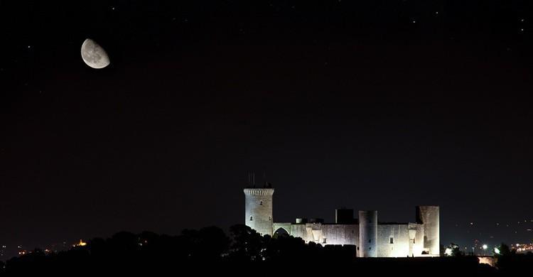 Castillo de Bellver bajo la luz de la luna. Andrés Nieto Porras (Flickr)