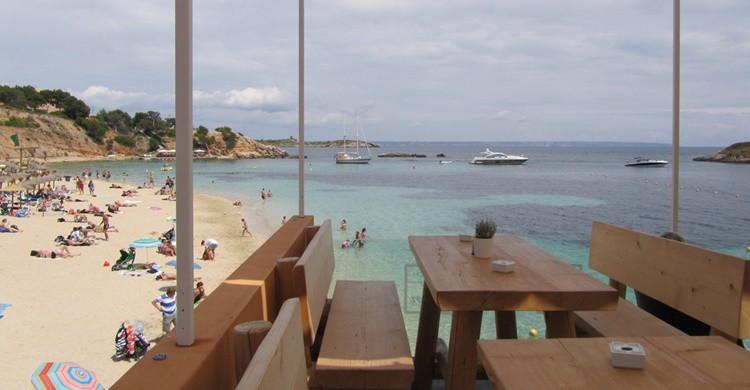 Playa de Portals Nous desde su chiringuito. David Jones (Flickr)