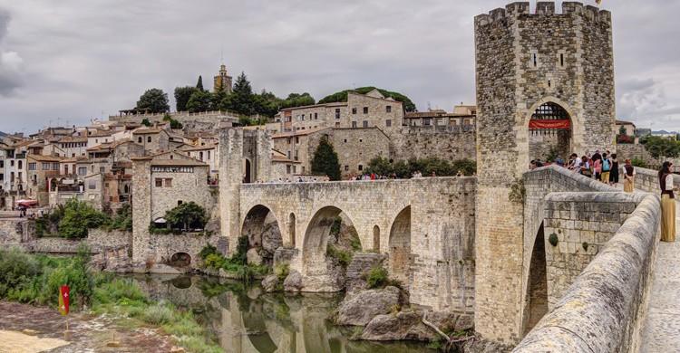 Puente románico de entrada a Besalú. Sergio Segarra (Flickr)