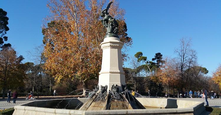 estatua angel caido el retiro