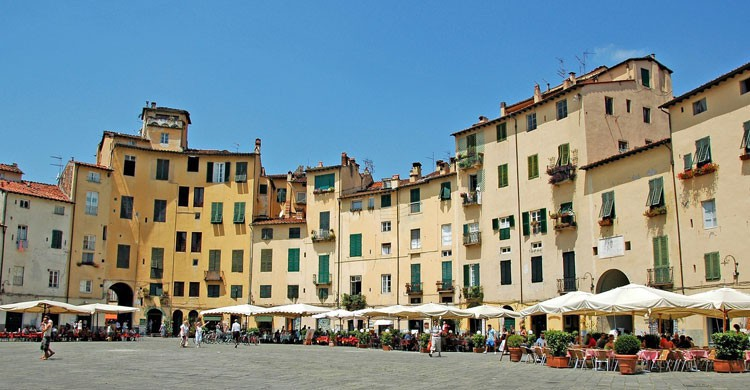 Plaza del Mercado en Lucca, Italia (Flickr)