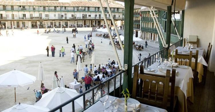 Uno de los balcones tan característicos del restaurante. (www.restaurantelabalconada.com)