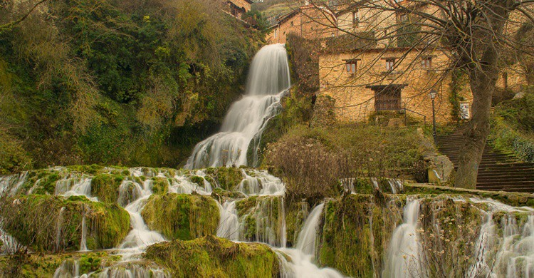 Cascadas de agua en Orbaneja del Castillo. Javier Colmemero (Flickr)