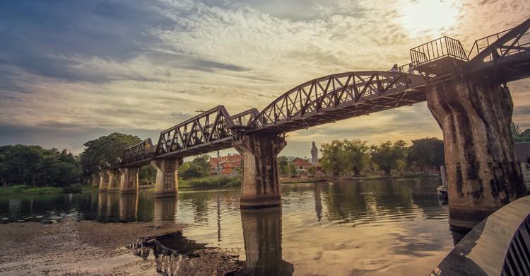Puente sobre el río Kwai en Kanchanaburi (iStock)