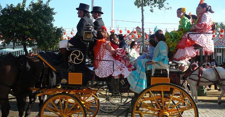 Coche de caballos típico de la Feria. Julie Raccuglia (Flickr)