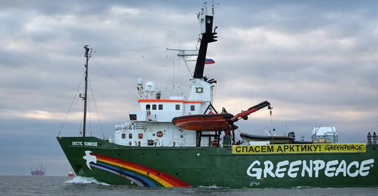 Barco de Greenpeace. Ficma, Facebook