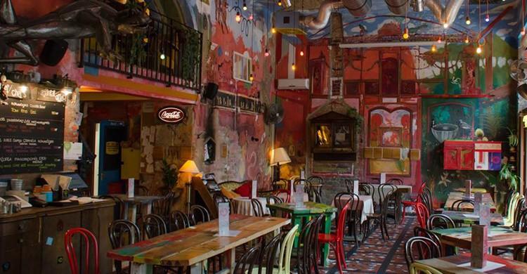 Estancia principal del Puder Bar de Budapest (https://www.facebook.com/puderbar)