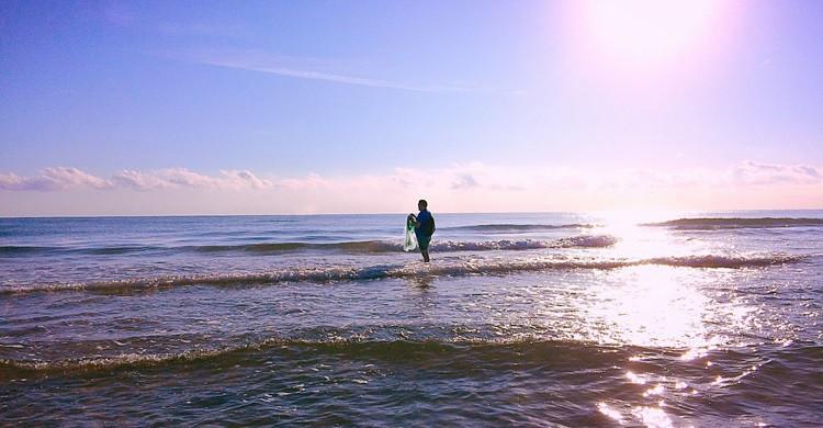 Pescador en la playa de Oliva. Sergio Jordá Gregori (Flickr)