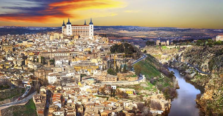 Vista de Toledo con su Alcázar en lo alto. Freeartist (iStock)