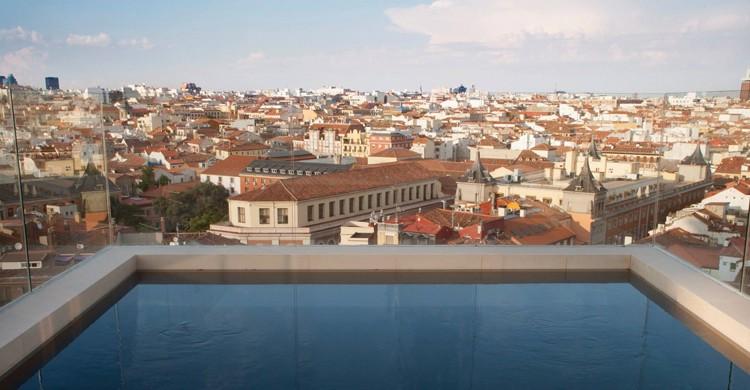 Vistas a través de la piscina. Dear Hotel (Facebook)