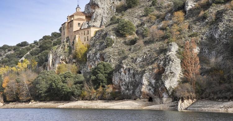 Ermita de San Saturio, a orillas del Duero. AlbertoLoyo (iStock)