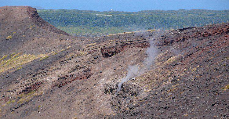Humo @ Caldera loop trail @ Mount Mihara @ Oshima. Guilhem Vellut (Foter)