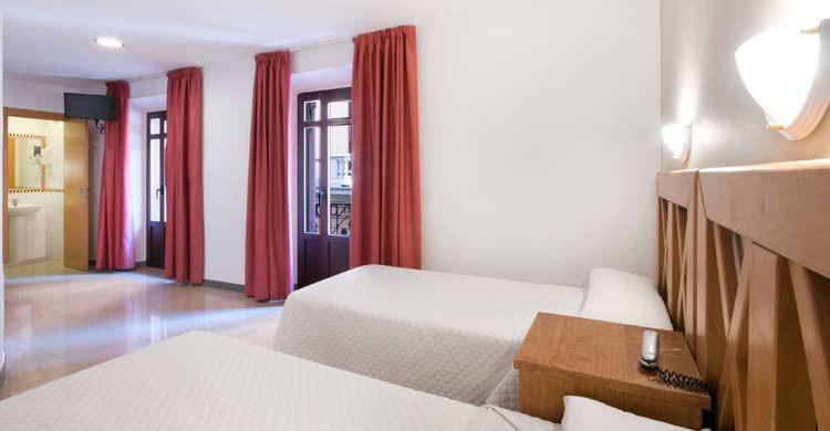 Hostal Atenas, en Granada (hostalatenas.com)