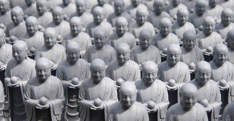 Figuras de Jizo en el templo de Hase Kannon. Yuthongcome (iStock)