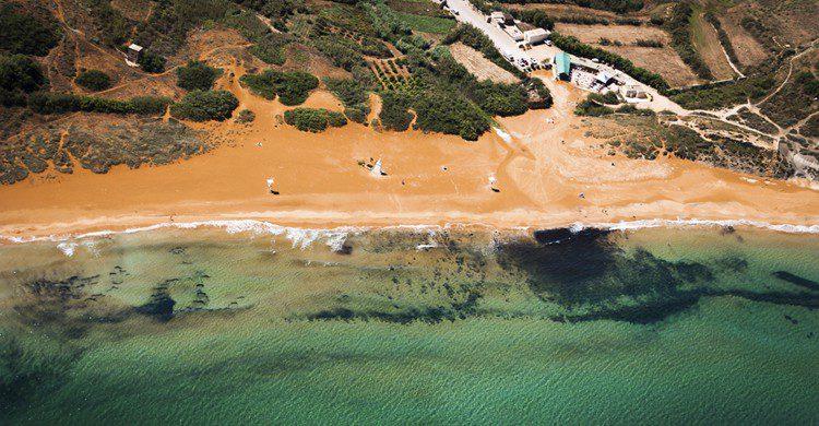 Ramla Bay desde el aire. Mike Gatt (iStock)