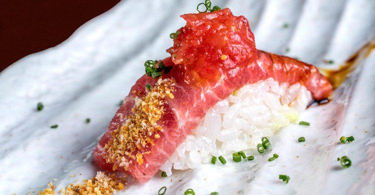Nigiri de atún toro con tomate (A Japanese Kirikata, Facebook)