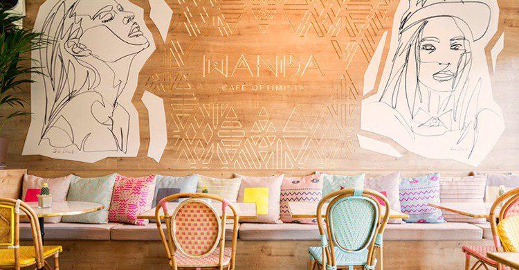 Decoración optimista (Wanda Café)