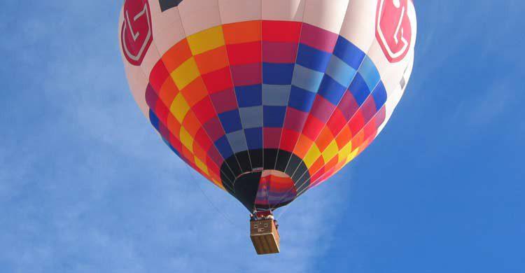 La sierra de Madrid es un buen lugar para sobrevolar en globo (aerotours.com)