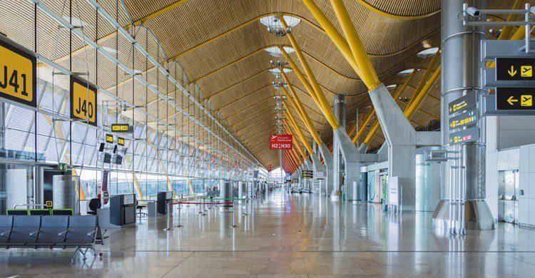 Terminal T4 del aeropuerto de Barajas. Alan_P (iStock)