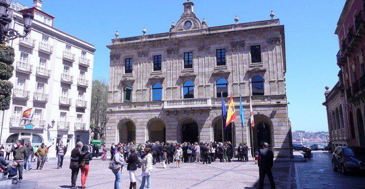 Plaza Mayor de Gijón. Alquiler de Coches (Flickr)