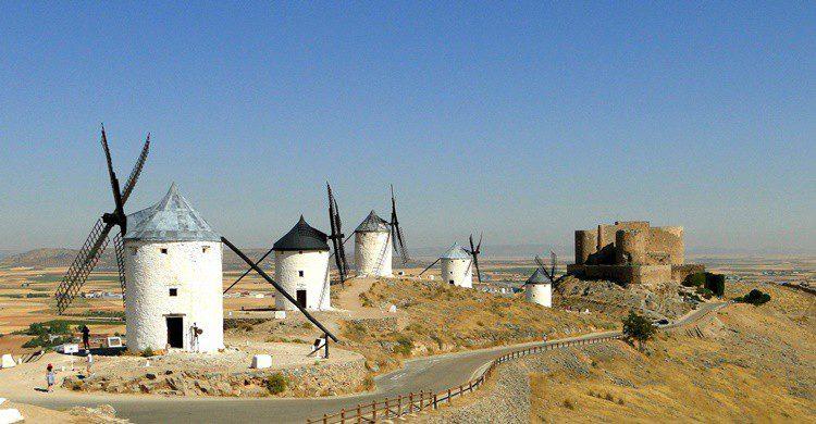 Consuegra con sus molinos. santiago lopez-pastor (Flickr)