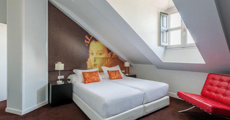 Habitación abuhardillada (Web del Room Mate Laura)