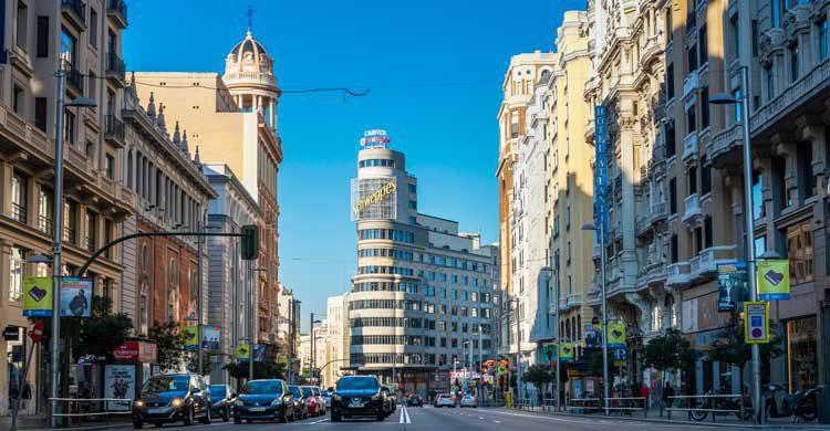 """La Gran Vía de Madrid la hemos visto en películas como """"Abre los ojos"""" (wikimedia.org)"""