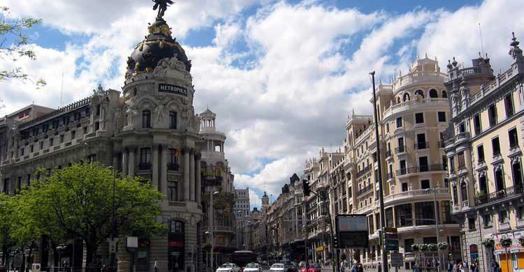 La Gran Vía de Madrid supera los 1.300 metros de longitud (wikimedia.org)