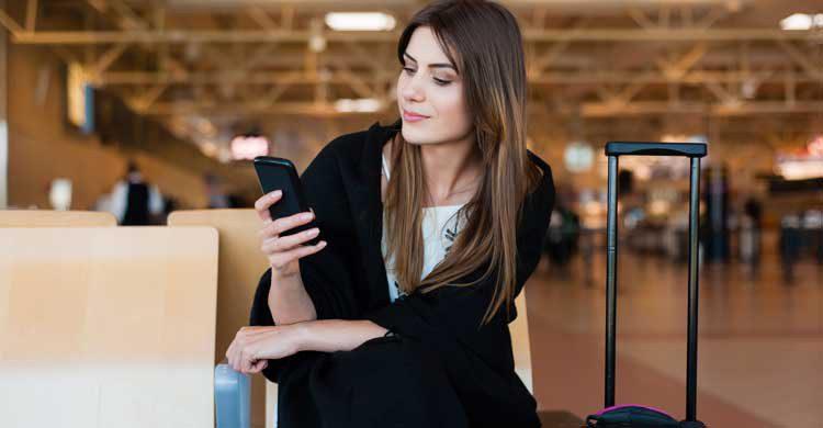 Llevar poco equipaje es una forma de ahorrar dinero (iStock)