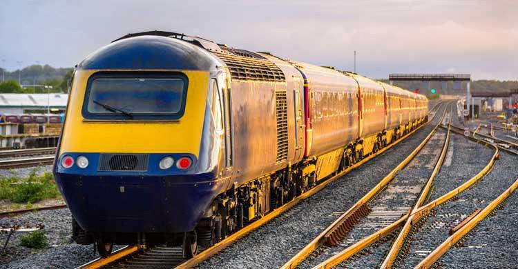 Si vas a utilizar el tren para desplazarte entre ciudades, compra los billetes con la mayor antelación (iStock)