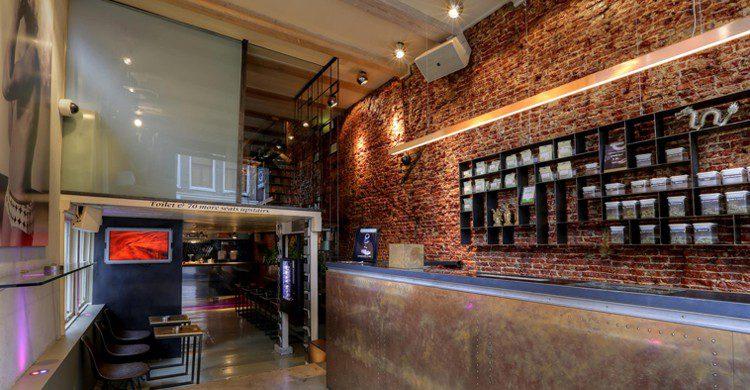 Mostrador del coffeshop (Dampkring Coffeeshop Amsterdam, Facebook)