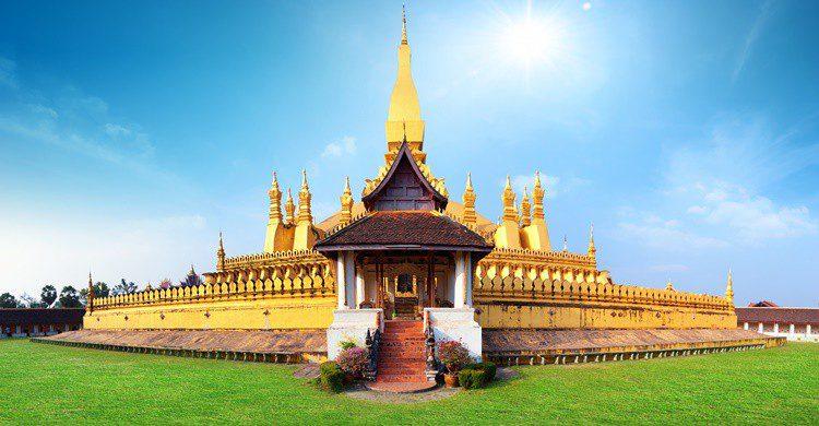 Templo de Pha That Luang. Sergwsq (iStock)