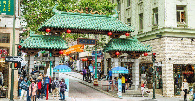 Arco de entrada a Chinatown en San Francisco. AndreyKrav (iStock)
