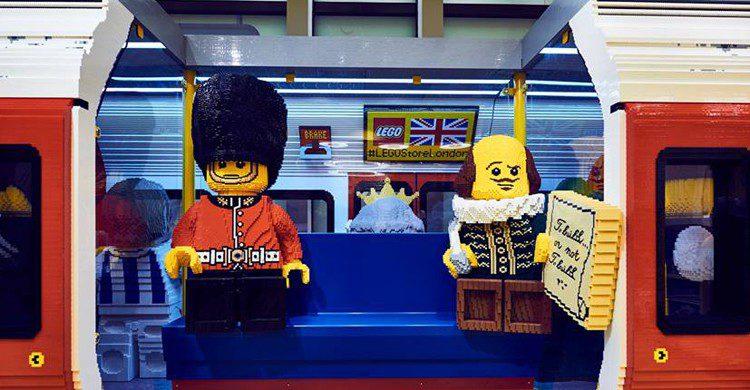 El vagón de metro que recrea la tienda de LEGO está construido a tamaño real (Twitter)