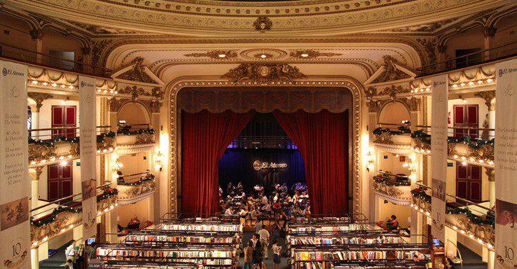 Librería Ateneo (flickr.com/photos/liamq/5459414085/)
