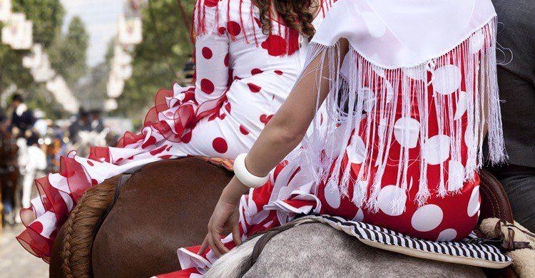 Vestidos típicos de flamenca. Bimberiman (iStock)