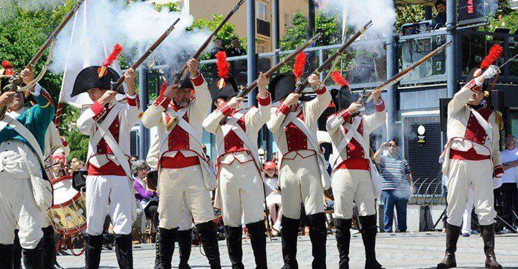 Actos de las fiestas del 2 de mayo de Móstoles (https://www.facebook.com/AyuntamientoMostoles/).