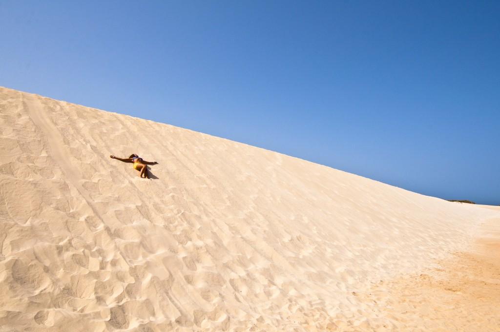 Las Dunas están situadas al norte de Fuerteventura y forman un parque natural de más de 2.500 hectáreas que es uno de los grandes atractivos turísticos de las islas Canarias .Foto: Romeopix